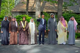 President Barack Obama (c) stands with Arab Gulf leaders at Camp David, May 14, 2015.