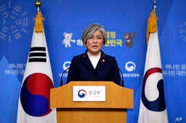 "South Korea's Foreign Minister Kang Kyung-wha speaks during a briefing on the 2015 South Korea-Japan agreement over South Korea's ""comfort women"" issue at the Foreign Ministry in Seoul, Jan. 9, 2018."