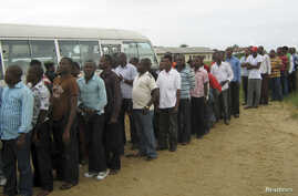 Former Nigerian militants queue to register at an arms collection centre in Ogoloma-Okrika district, around 50 km (30 miles) east of the oil hub Port Harcourt, August 20, 2009.
