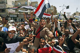 Anti-government protesters chant slogans during a demonstration demanding the resignation of Yemeni President Ali Abdullah Saleh, in Sana'a, Yemen, March 3, 2011