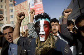 FILE - A Houthi Shi'ite rebel with Yemen's flag painted on his face chants slogans during a rally in the capital, Sana'a, Feb 27, 2015.