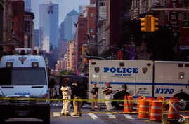 Members of the FBI and other law enforcement officers carry on investigations at the scene of Saturday's explosion in New York, Sept. 18, 2016.