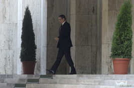 Romanian Prime Minister Victor Ponta leaves the government headquarters after announcing his resignation in Bucharest, Romania November 4, 2015.