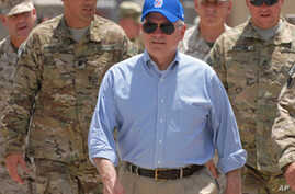Gates Shares Emotional Goodbye with US Troops in Southern Afghanistan