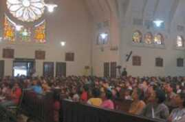 Indonesia's Christian Worshippers Pack Easter Services Despite Bomb Threat