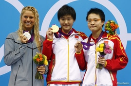 Elizabeth Beisel (L) of the U.S. and China's Ye Shiwen and Ye's compatriot Li Xuanxu stand with their silver, gold and bronze medals for the women's 400m individual medley during the London 2012 Olympic Games at the Aquatics Centre July 28, 2012.