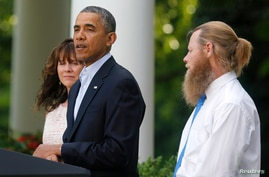 President Obama stands with Bob Bergdahl and Jami Bergdahl, left, as he delivers a statement about the release of their son, U.S. Army Sergeant Bowe Bergdahl, Rose Garden of the White House, Washington, May 31, 2014.