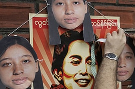 Rights Groups Urge International Community to Maintain Burma Sanctions