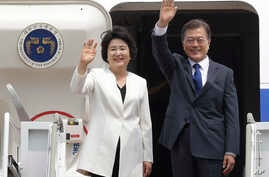 South Korean President Moon Jae-in and his wife, Kim Jung-sook, wave before leaving for the United States at the Seoul military airport in Seongnam, South Korea, June 28, 2017. Moon left for the United States for a summit meeting with his U.S. counte