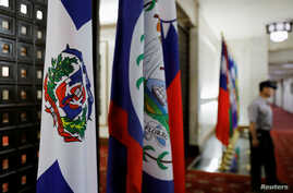 A police officer stands next to the Dominican Republic flag, left, inside the Taiwan's Ministry of Foreign Affairs in Taipei, Taiwan, May 1, 2018.