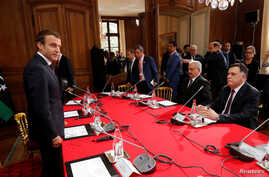 French President Macron (L) attends a meeting with Libyan Prime Minister Fayez al-Sarraj (R) and General Khalifa Haftar (2ndR), commander in the Libyan National Army (LNA) in La Celle-Saint-Cloud, France, July 25, 2017.
