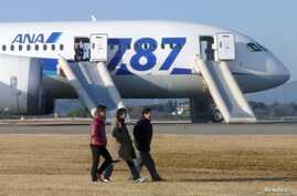 Passengers walk away from ANA's Boeing 787 Dreamliner plane after it made an emergency landing at Takamatsu airport, western Japan, Jan. 16, 2013.