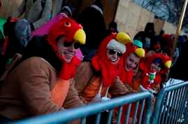 People try to stay warm before the 92nd annual Macy's Thanksgiving Day Parade in New York, Nov. 22, 2018.