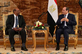 Egyptian President Abdel Fattah al-Sisi meets with Sudan's President Omar Hassan al-Bashir at the Ittihadiya presidential palace in Cairo, Egypt, Jan. 27, 2019. in this handout picture courtesy of the Egyptian Presidency.