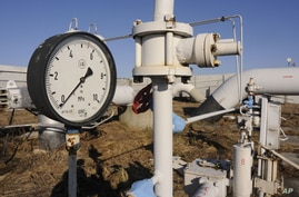 ** FILE **A gas pressure gauge of a main gas pipeline from Russia in the village of Boyarka near the capital Kiev, Ukraine on Tuesday, Feb. 12, 2008.  Russian gas monopoly Gazprom reduced gas supplies to Ukraine on Monday, March 3, 2008, over a long-