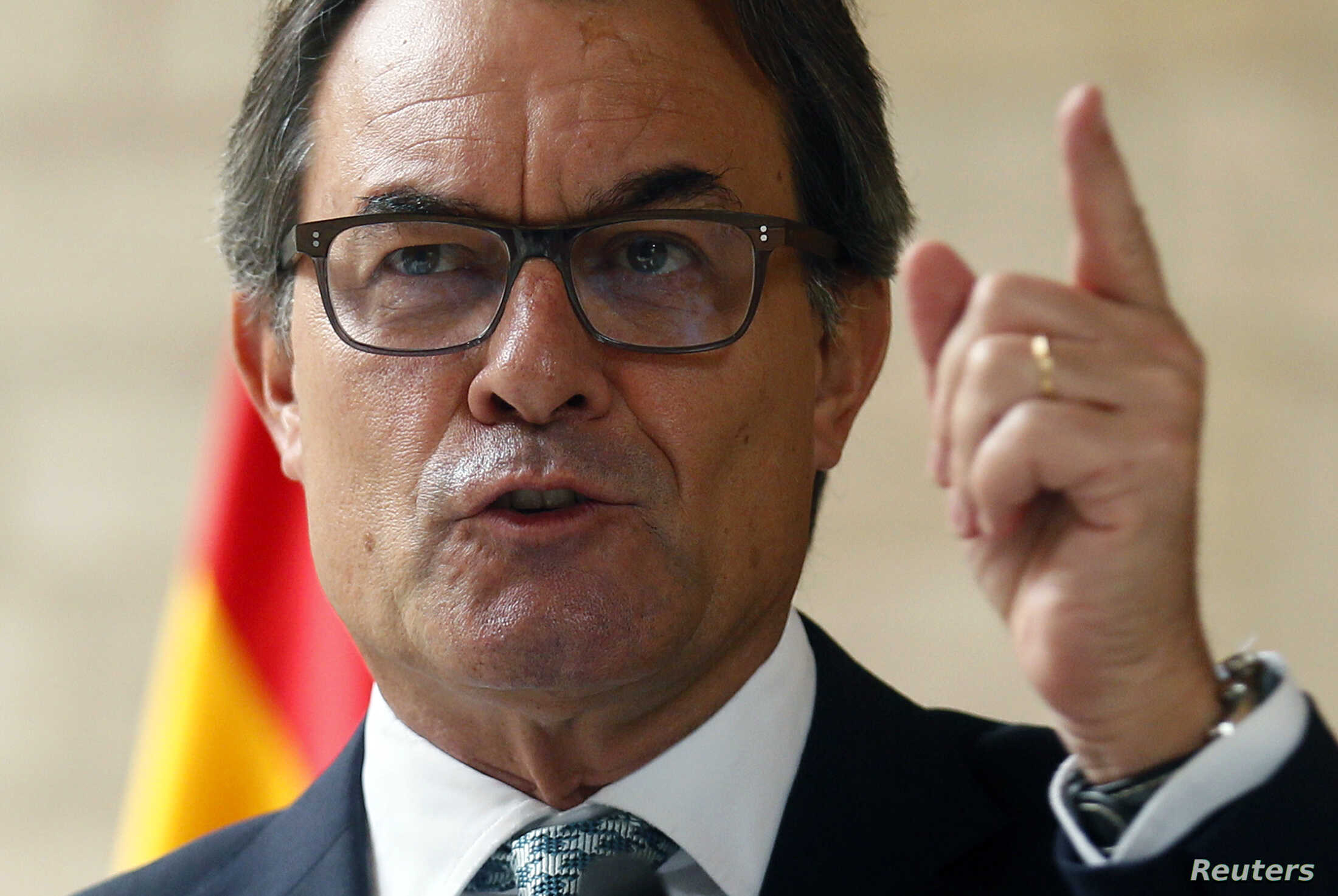 Catalan regional president Artur Mas gestures during a news conference at Palau de la Generalitat in Barcelona, Oct. 14, 2014.