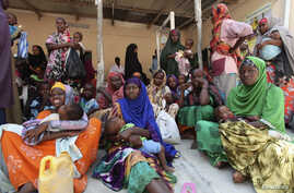 Internally displaced Somali women wait for medicine at a Save the Children UK clinic at their camp in Hodan district of Somalia's capital Mogadishu, (File Photo).