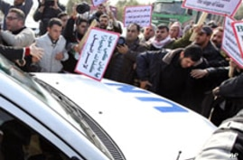 Gaza Protesters Pelt UN Chief's Convoy With Shoes