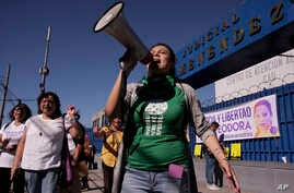 Women protest outside a court, demanding that the government free women prisoners who are serving long prison sentences for suspected abortions, in San Salvador, El Salvador, Dec. 13, 2017.