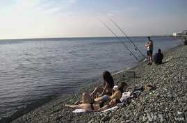 Sun-Soaked Shores of Sochi Provide Respite From Games