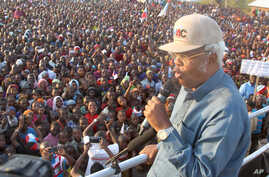 Edward Lowassa, presidential candidate from the opposition CHADEMA coalition, addresses a campaign rally in Manyara, Tanzania, Sept. 25, 2015.