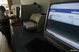FILE - A man sits in an internet cafe in Cairo May 18, 2010. Egypt's parliament has passed a law giving the state powers to block social media accounts and penalize journalists held to be publishing fake news.