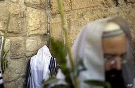 Israeli PM Angered by Palestinian Report on Western Wall