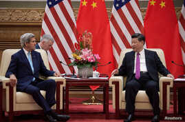U.S. Secretary of State John Kerry (L) speaks with China's President Xi Jinping at the Great Hall of the People at the end of the 8th round of U.S.-China Strategic and Economic Dialogues in Beijing, June 7, 2016.