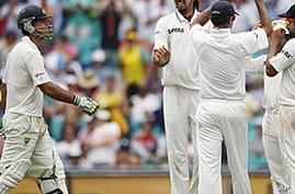 India Fans Hope for Cricket Victory in Australia