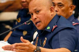 "Philippine National Police Chief Ronald Dela Rosa gestures at the continuing Senate probe on the rising number of extrajudicial killings related to Philippine President Rodrigo Duterte's ""War on Drugs"", Aug. 23, 2016 in suburban Pasay city south of M"