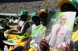 Supporters of Zimbabwean President and Zanu pf leader President Robert Mugabe are seen at his last campaign rally in Harare,  July, 28, 2013.