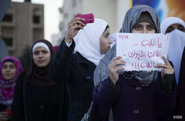Female protesters gathered alongside men near Interior Ministry Circle. (Y. Weeks for VOA)