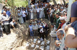 Mourners pray during a funeral in Kirkuk, June 23, 2014. Relatives of the deceased said that about 15 Iraqi Turkmen Shi'ites were killed by militants from the Islamic State in Iraq and the Levant [ISIL] in Tuz Khurmato.