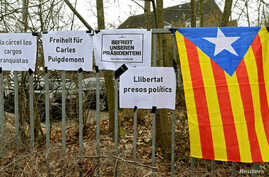 "An Estelada (Catalan separatist flag) is seen next to slogans in front of the prison in Neumuenster, Germany, March 26, 2018. The signs read ""Freedom for Carles Puigdemont,"" ""Free Our President"" and ""Free Political Prisoners."""