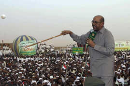 President Omar Hassan al-Bashir addresses a crowd, orders stoppage of all South Sudan's oil exports, in North Khartoum, Sudan, June 8, 2013.