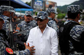 Vice President of El Salvador Oscar Ortiz greets members of the Special Reaction Force, a combined army-police unit, during a ceremony prior to their deployment to deal with gang violence in San Salvador, El Salvador, Oct. 20, 2016.