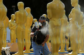 Stage craft artist Rick Roberts gives Oscar statues a fresh coat of gold paint as preparations begin for Sunday's 89th Academy Awards in Hollywood, California, Feb. 22, 2017.