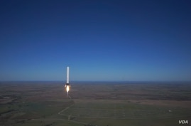 SpaceX's Grasshopper reusable rocket is seen flying over McGregor, Texas.