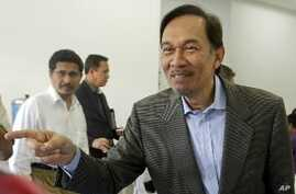 Malaysia's Opposition Leader Sees Early Elections