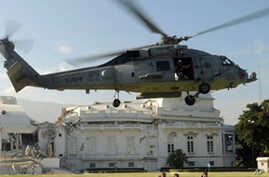 US military helicopter lands on grounds of Haiti's presidential palace, 19 Jan 2010