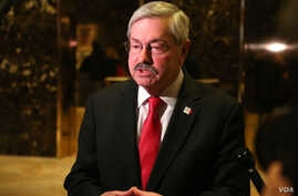 Terry Branstad, the governor of Iowa, speaks to reporters at Trump Tower after a meeting with Donald Trump. Branstad would later be named the United States ambassador to China. (R. Taylor / VOA)