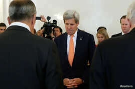 Russian Foreign Minister Sergei Lavrov (L) and U.S. Secretary of State John Kerry (C) observe a moment of silence for the attack victims of Nice during a meeting in Moscow, Russia, July 15, 2016.