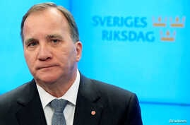 Swedish Prime Minister Stefan Lofven speaks to the press, after he was ousted in no-confidence vote, in Stockholm, Sweden, Sept. 25, 2018. (TT News Agency/Anders Wiklund via Reuters)