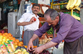 A fruit stand in a market in Irbil.