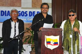 FILE - Ivan Marquez, chief FARC, accompanied by Jesus Santrich, right, and Joaquin Gomez, left, speaks at a news conference at the close of another round of peace talks with Colombia's government in Havana, Cuba, Feb 12, 2015.