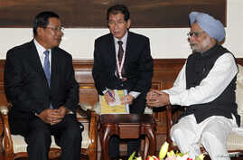 Indian Prime Minister Manmohan Singh (R) speaks with his Cambodian counterpart Hun Sen (L) during their meeting in New Delhi. Hun Sen is in India to attend the ASEAN-India Commemorative Summit, December 19, 2012.