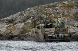 A CB90-class fast assault craft lands a marine search team at Kullbaling, a small island in Stockholm's archipelago, Oct. 20, 2014.