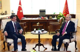 Turkish Prime Minister Ahmet Davutoglu, left, and the leader of the main opposition Republican People's Party, CHP,  Kemal Kilicdaroglu during a meeting in Ankara, Turkey, July 13. 2015.