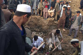 Afghans search for survivors buried after a massive landslide in a village in Badakhshan province, northeastern Afghanistan, May 2 2014 (photo via Homayoon Rahmani).