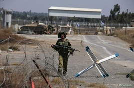 An Israeli soldier walks near thaAn Israeli soldier walks near the Qunietra crossing in the Golan Heights, Aug. 31, 2014.e Qunietra crossing in the Golan Heights August 31, 2014. The head of the Fijian army said on Sunday negotiations for the release
